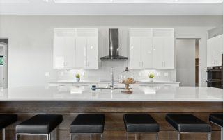 High Gloss Cabinets for A Sleek Kitchen Interior